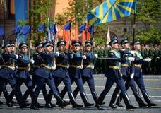 Soldats de la garde de l'honneur du régiment distinct de transfiguration du ` s de commandant au défilé militaire en l'honneur de Photo stock