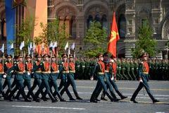 Soldats de la garde de l'honneur du régiment distinct de transfiguration du ` s de commandant au défilé militaire en l'honneur de Photos libres de droits