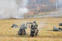 Soldats de mise à feu Images libres de droits