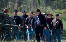 Soldats des syndicats avec le canon Image stock