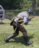 Soldats en position d'attaque X Photos libres de droits