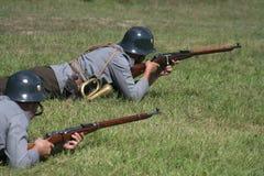 Soldats en position X de la défense Images libres de droits