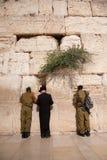Soldats israéliens au mur occidental de Jérusalem Images libres de droits