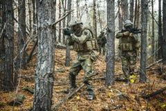Soldats norvégiens dans la forêt Image libre de droits