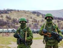 Soldats russes dans Perevalne, Crimée Image libre de droits