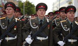 Soldats russes à la répétition de défilé Photo libre de droits