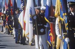Soldats tenant des drapeaux, tempête du désert Victory Parade, Washington, D C Images libres de droits