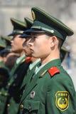 Soldatställningsvakt i Tiananmen område royaltyfri foto