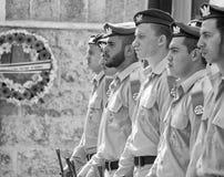 Soldatställningsvakt på ceremoni på Memorial Day arkivbilder