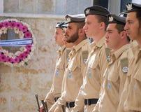 Soldatställningsvakt på ceremoni på Memorial Day arkivfoto