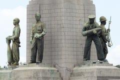Soldatstaty i Victory Monument royaltyfria foton