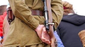 Soldatwaffen-Parade Zweiter Weltkrieg stock footage