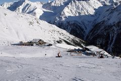 Solden: alpine Skis und Snowboard Lizenzfreies Stockfoto