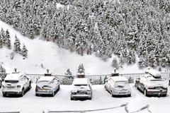 SOLDEU,安道尔- 2017年2月14日:雪带来的汽车在 库存图片