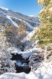 Soldeu, Canillo, Andorra op een de herfstochtend in zijn eerste sneeuwval van het seizoen royalty-vrije stock afbeeldingen