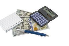 Soldi, calcolatore, blocchetto per appunti e penna Fotografia Stock