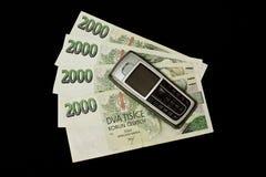 Soldi con il telefono mobile Immagini Stock