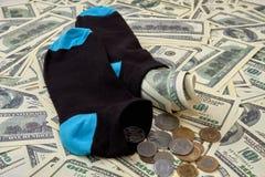 Soldi dei dollari di risparmio in calzini Immagini Stock Libere da Diritti