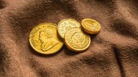 Soldi del cioccolato, pila di monete di oro del cioccolato Fotografie Stock Libere da Diritti