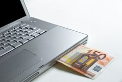 Soldi del computer portatile Immagine Stock