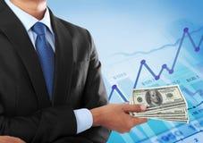 Soldi della holding dell'uomo di affari Immagine Stock