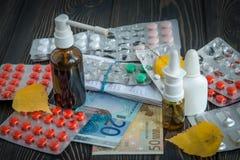 Soldi della medicina negli euro Immagini Stock Libere da Diritti