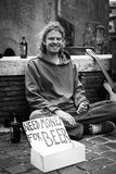 Soldi di bisogno per birra - vita Globetrotting Immagini Stock Libere da Diritti