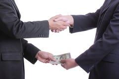 Soldi di elasticità dell'uomo d'affari per corruzione qualcosa e accettato Immagini Stock