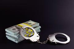 Soldi e manette Crimine finanziario immagini stock libere da diritti