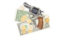 Soldi e una pistola Fotografia Stock