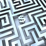 Soldi in labirinto - il dollaro firma dentro la metà Fotografie Stock