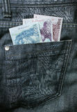 Soldi nella casella dei jeans Fotografie Stock Libere da Diritti