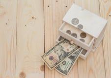 Soldi nella scatola su fondo di legno Immagini Stock Libere da Diritti
