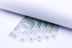Soldi polacchi, banconote nell'ambito di rotolo di carta Fotografie Stock Libere da Diritti