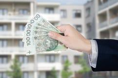 Soldi polacchi delle tenute dell'agente immobiliare Fotografia Stock Libera da Diritti