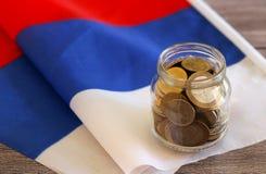Soldi sulla bandiera russa Fotografia Stock Libera da Diritti