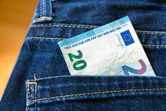 Soldi in tasca dei jeans Nota dell'euro 20 Immagini Stock Libere da Diritti