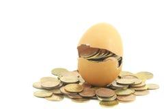 Soldi in uovo Fotografia Stock Libera da Diritti