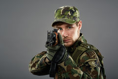 Soldier with machine gun aiming Royalty Free Stock Photos