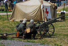 Soldiers load a cannon Royalty Free Stock Images