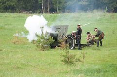 Soldiers shooting of cannon sample 1902-1930 Stock Images