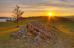 Sole aumentare su Baikal Fotografie Stock Libere da Diritti