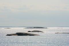 Sole brillante nell'arcipelago Immagine Stock