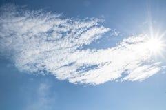 Sole brillante sul cielo blu Fotografia Stock