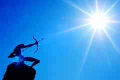 Sole del tiro con l'arco e la freccia Immagine Stock