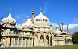 Sole di estate sulle torri di Brighton Pavilion reale Fotografie Stock Libere da Diritti