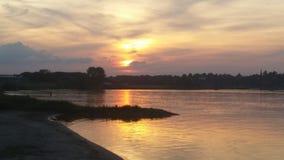 Sole di fine dell'estate nella sera in un lago Fotografie Stock Libere da Diritti