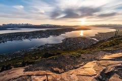 Sole di mezzanotte in Tromso, Norvegia fotografie stock libere da diritti