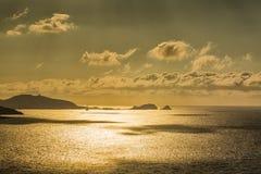 Sole di sera sopra Ile Ruse in Corsica Immagine Stock