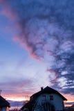 Sole di sera sopra un edificio residenziale Fotografia Stock